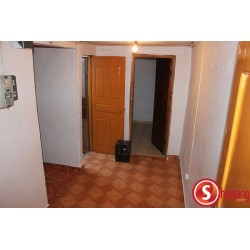 One bedroom outhouse for rent in Malhangalene