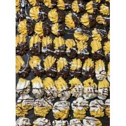 Biscoitos em forma de bolachas achocolatados